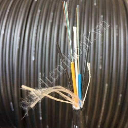 Cáp quang luồn cống 8FO là loại cáp quang 8 core / 8 sợi dùng để thi công thang máng cáp, luồn cống