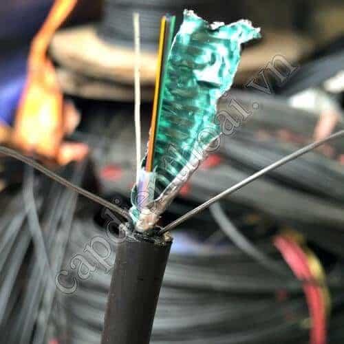 cáp quang multimode 12 core là loại cáp quang multimode chứa 12 sợi quang loại có băng thép bên trong chống chịu ngoại lực và côn trùng cắn